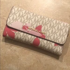 Michael Kors Other - MK bifold wallet